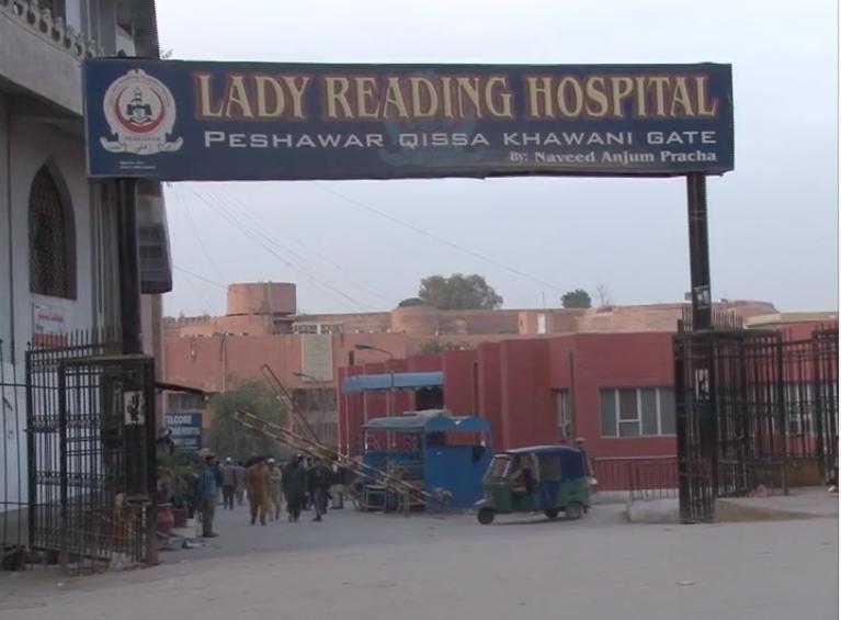 Photo of پشاور کے دو بڑے ہسپتالوں کے ڈاکٹروں سمیت 75 اہلکاروں میں کورونا کی تصدیق